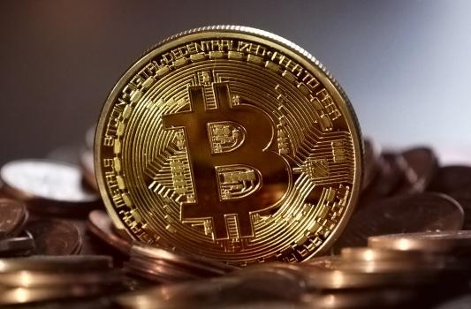 現在のビットコインは1BTC=約37万円の画像イメージ